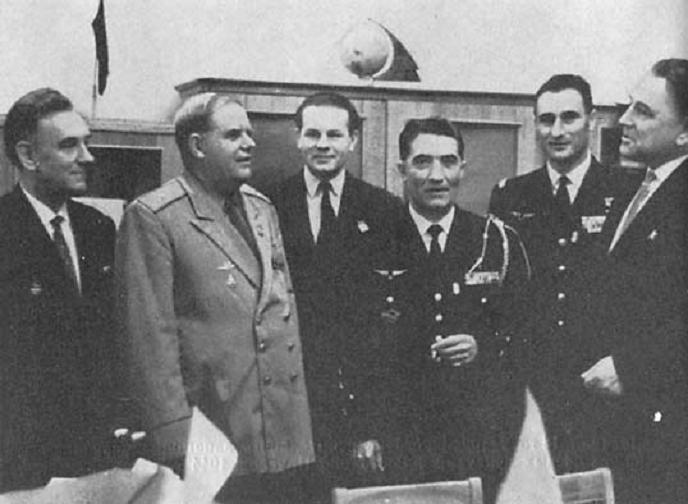 Встреча летчиков во Франции после войны.