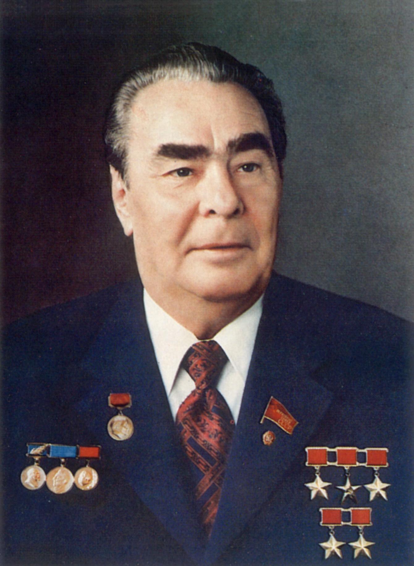 Четырежды Герой Советского Союза и Герой Социалистического ...: http://www.warheroes.ru/hero/hero.asp?photo_id=3